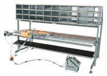RU-BM-3000 E-PS szárnyvasalat-szerelő asztal